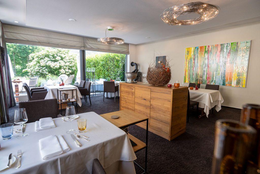 Raum mit gedeckten Tischen im Wein- & Tafelhaus